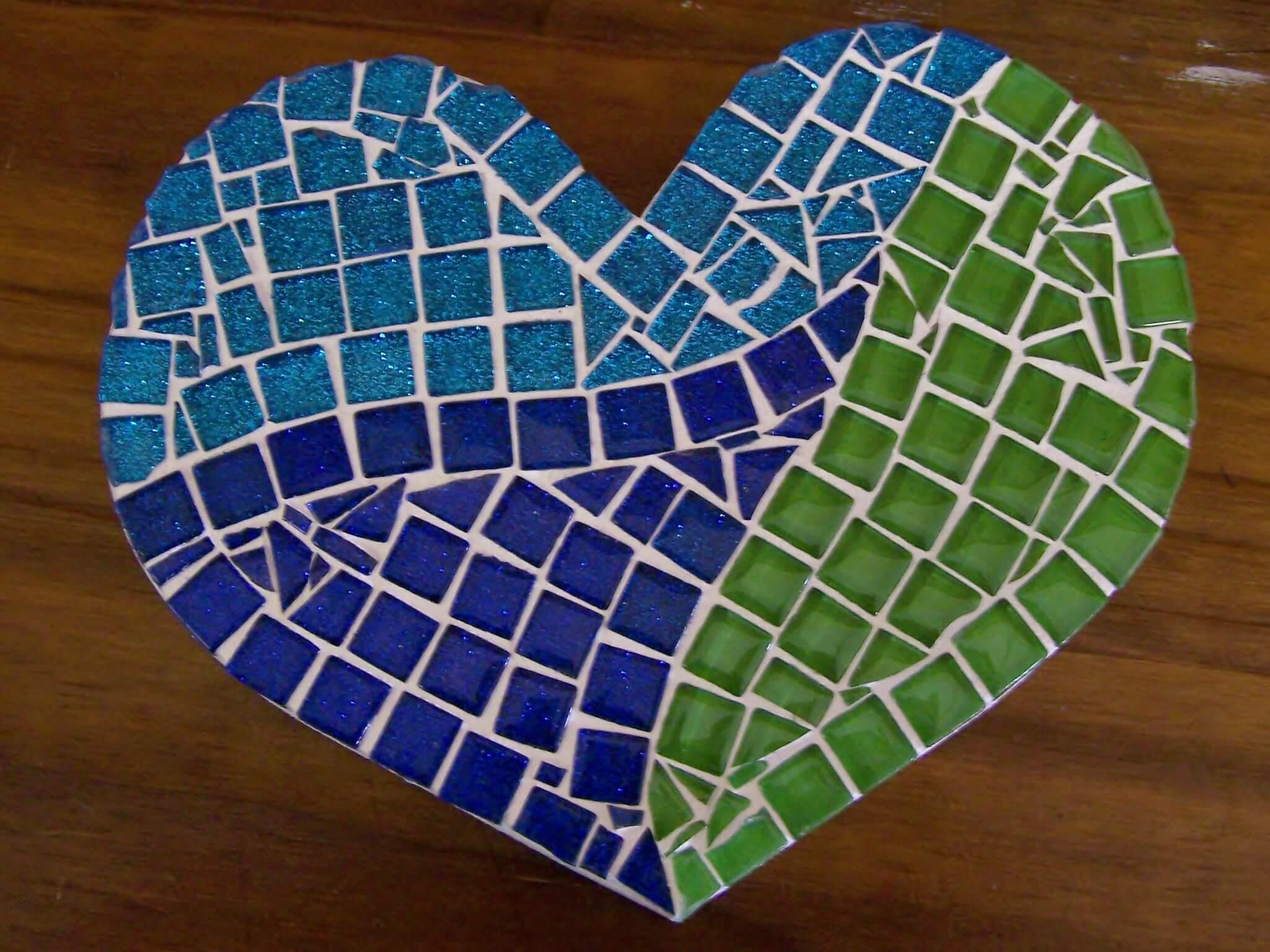 Mosaic'd Heart 1 10cm R125
